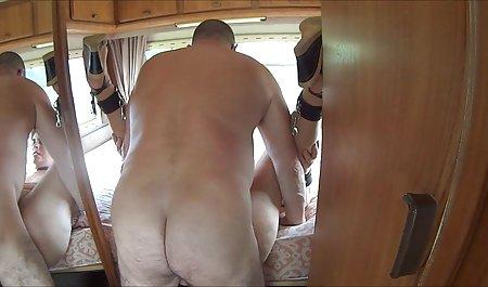 Vicki Wixson entspannt sich in der private deutsche pornofilme Toilette