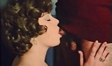 Jungs geile hausfrauen sex videos entspannt in den Armen einer erfahrenen Frau