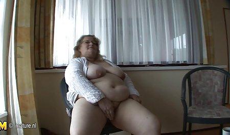 Das Zimmermädchen sexfilme mit deutschen hausfrauen räumte das Zimmer auf und bekam ein Trinkgeld für Sex