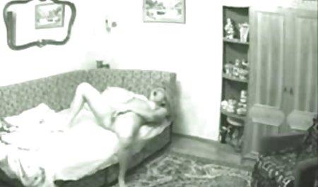 Mädchen streichelt sich mit den private kostenlose pornos Fingern