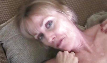 Das unerfahrene Mädchen kostenlose private amateur pornos Cody Love zeigt einen Striptease
