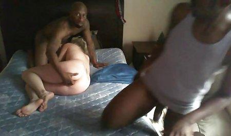 August Ames schlägt seine ganz private sexfilme Muschi auf seinen großen Schwanz
