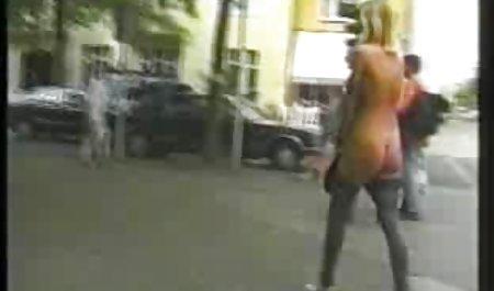 Hübsche Frau sitzt auf einem riesigen schwarzen deutsche pornofilme privat Dildo