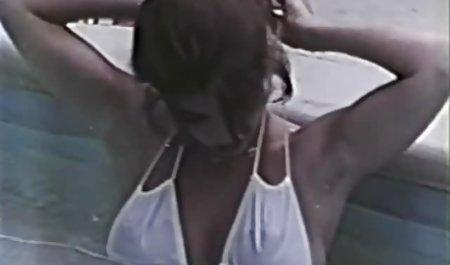Ein weiterer Amateur, der zwischen den private sexfilme gratis Beinen von Mädchen leckt