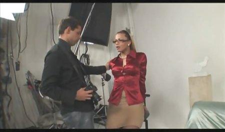 Hure mit großen Formen privat gedrehte sexfilme zeigt Körper und fingert ihre Muschi