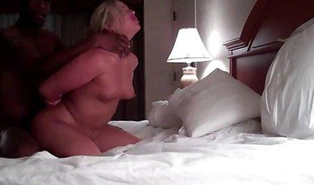 Brünette masturbiert unter dem Geschlecht eines Mannes mit einer Frau kostenlose private sex filme