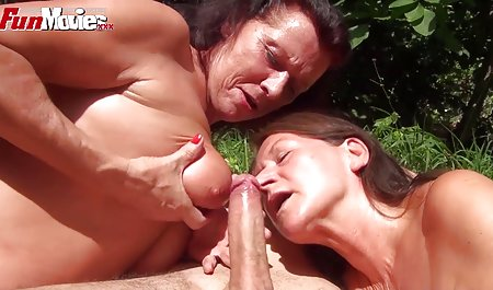 Holly Kiss pornofilme privat lutscht einen Schwanz