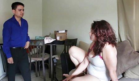 Die Hure private bumsfilme Romi Rain entblößt ihre Muschi einem Mitglied