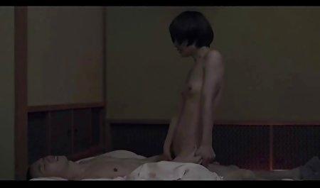 Die Treppenschlampe Jessica Lynn entblößt ihren Arsch private wichsfilme