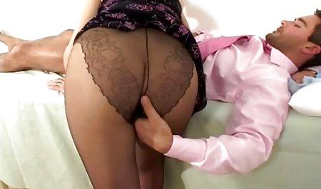 Verdorbenes leidenschaftliches sex filme privat Mädchen streichelt Pussy mit nassem Schlüpfer